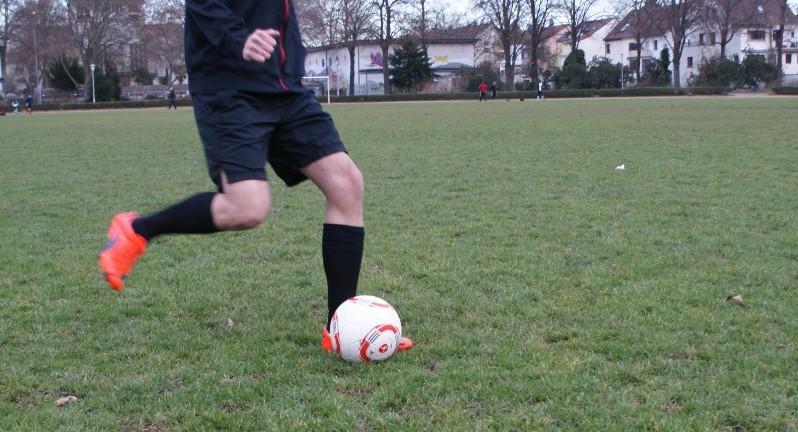 Kurzpassspiel im Fußball