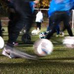 Aufwärmen beim Fußball: Übungen und Phasen